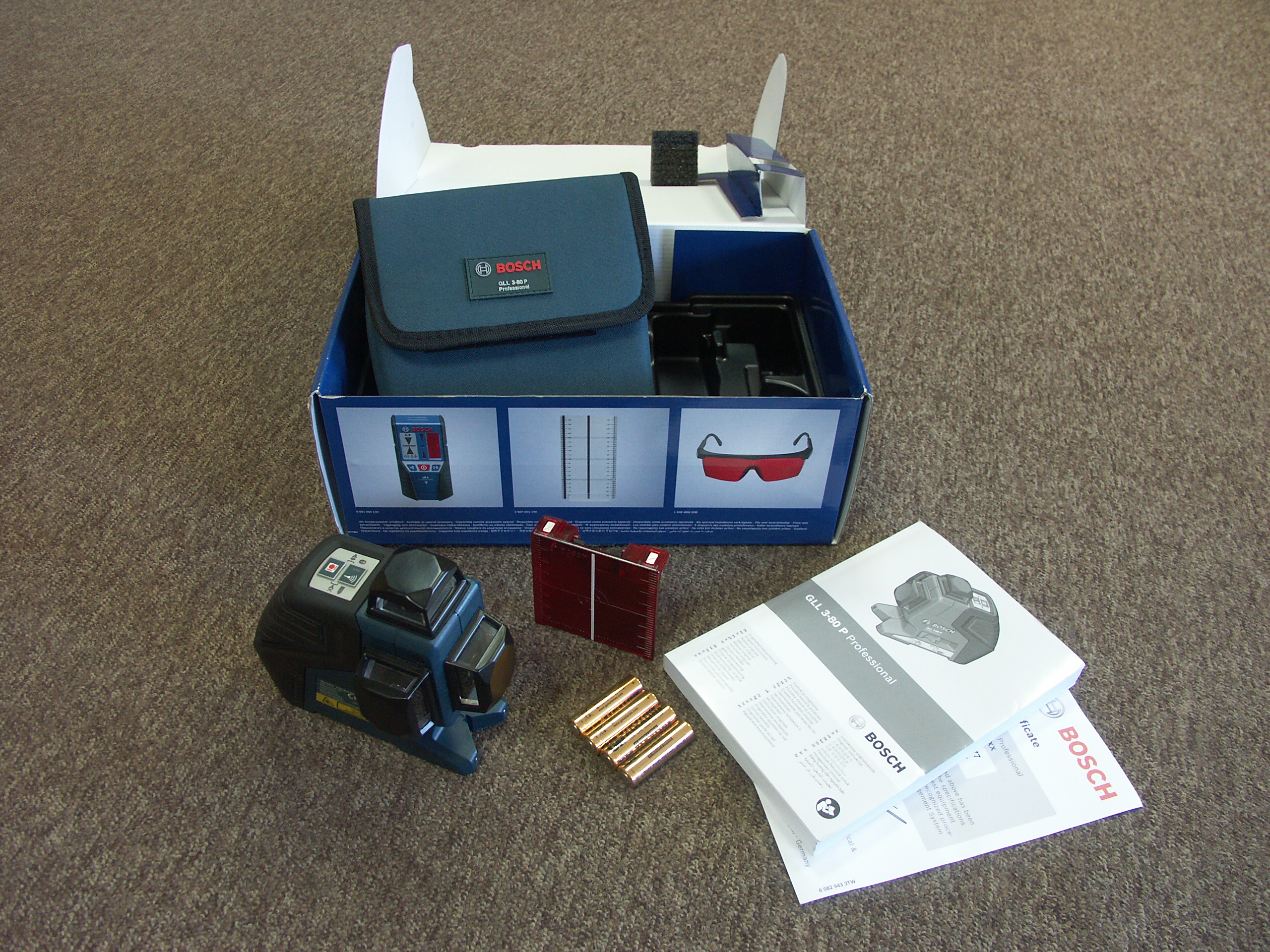 5299f48008974f At ADA 6D MAXLINER one option configuration packaged in a cardboard box  with colorful photographs and brief characteristics. Inside the box is a  square ...